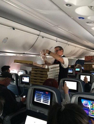 Passengers get stuck on runway, so airline orders pizza for everyone