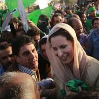 Gaddafi's family flees to Algeria