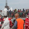Video: Hundreds of rescued migrants aboard Irish ship arrive in Italy