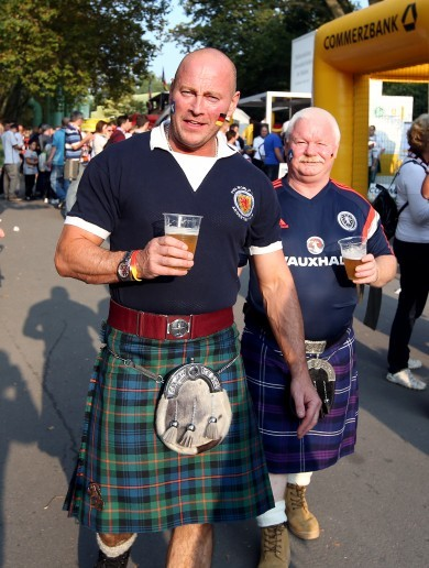 LOI club welcomes Scottish fans to Dublin with 'Free Kilt Friday'