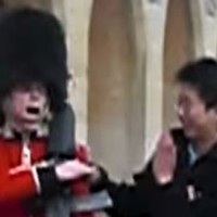 Annoying tourist demonstrates exactly why you don't mess with the Queen's Guard