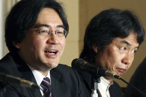 Satoru Iwata, left, accompanied by  Shigeru Miyamoto.