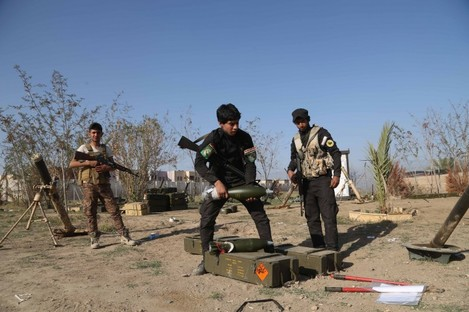 Young Shiite volunteer militia members prepare to attack Islamic State fighters in Tikrit, north of Baghdad