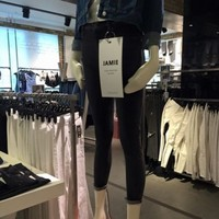 Topshop ditching super skinny mannequins after shopper's Facebook complaint