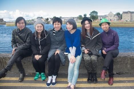 Tour guide Min Lin Siew; Wu Qi, Sanlian Life Weekly; Wang Xin, Tourism Ireland; Wang Yin, Nanfang Weekly; Wang Yuan, Traveler Weekly and Li Xiaoheng, photographer, in Galway.