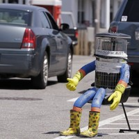 Beloved robot hitchhikes around the world, gets destroyed after two weeks in America
