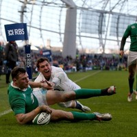 How many calories does Robbie Henshaw need to consume when in training?