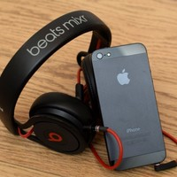 Poll: Which do you prefer? Apple Music or Spotify?