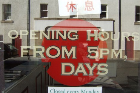 Pubs and takeaways who employ illegal workers could lose their licences. (File photo)