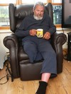"""""""It's just cruel"""" - 80-year-old man with one leg has been living on daughter's couch for last year"""