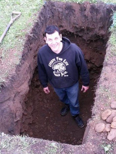 Escape artist almost dies following 'buried alive' charity attempt