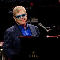 Elton John wants to talk to Vladimir Putin about gay rights over a cup of tea