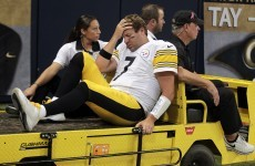 Brady joins NFL greats with 400th TD pass, Steelers lose Roethlisberger to knee injury