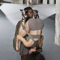 These models 69ing as part of a catwalk show have certainly turned heads