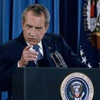 Watch Richard Nixon get egged as he travelled through Dublin