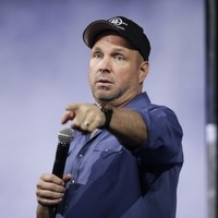 Garth Brooks isn't coming to Dublin and he's not happy he's being 'used for publicity for a play'