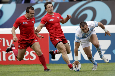 Imhoff touches down for Argentina's first try.