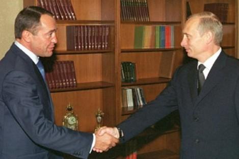 Russian President Vladimir Putin (right) with Mikhail Lesin in 2002.