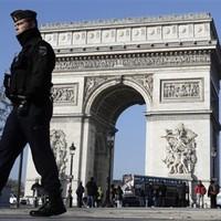 """Explosive belt"" found in a dustbin in Paris"