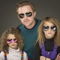 This man is embracing being a single dad by taking the coolest family photos ever