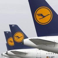 Man restrained on Lufthansa flight after threatening to bring plane down