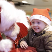 Santa uses sign language to make sure he gets this toddler's wish list