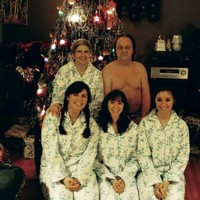 10 family Christmas cards that take awkwardness to the next level
