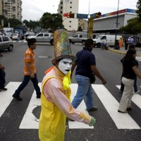 Shhh! Mimes tackle traffic chaos in Venezuela (Gallery)