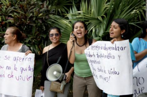 A protest outside El Salvador's Supreme Court in 2013