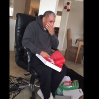 This dad's gone viral after getting plane tickets to see his dying mother for Christmas