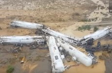 Freight train carrying sulphuric acid derails in Australia