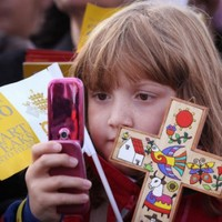 Pope warns kids against celebrity culture