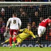 Rooney's late penalty sees woeful United advance to next round