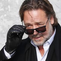 Russell Crowe apologises for abusing star player at team drinking session