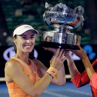 20 years after her first one, Martina Hingis is still winning Grand Slam titles