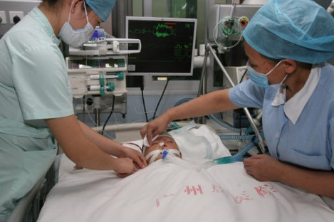 Two-year-old Wang Yue being treated in hospital after she was run over by two vehicles last week.