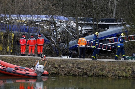 Rescue personnel standing in front of the two collided trains