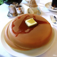 The internet is fascinated by these huuuuuge Japanese pancakes
