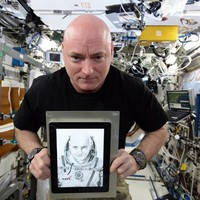Astronaut Scott Kelly posed with an Irish artist's work IN SPACE