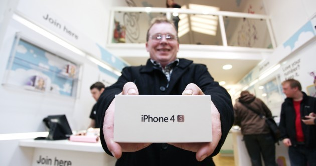 In pictures: Fans queue to be the first with new iPhone 4S