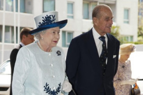 Britain's Queen Elizabeth II and the Duke of Edinburgharrive for the opening ceremony of the 2011 Commonwealth Heads of Government Meeting, in Perth, Western Australia