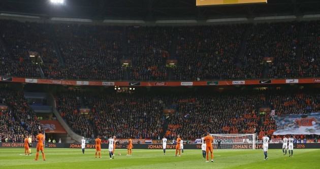 Netherlands-France match halted for Cruyff tribute