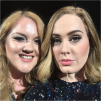 Adele invited her doppelganger on stage for a selfie after the crowd demanded it