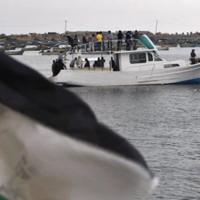 Israeli forces board flotilla as protesters ask Irish government to intervene