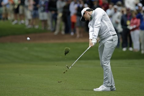 Rory McIlroy is putting the leaders under pressure.