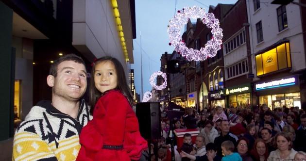 In photos: Gordon D'Arcy kicks off festive feeling by lighting Dublin for Christmas