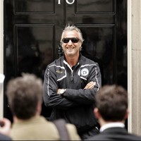Houllier blames Ginola for France's failure to qualify for USA 94; Ginola sues Houllier