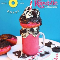 This monster pink velvet donut milkshake has just been created by a Dublin sweet cafe