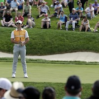 Dustin Johnson leads at Memorial Tournament as Rory McIlroy tweaks  grip