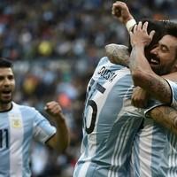 Argentina's first-half blitz sets up Copa quarter-final clash